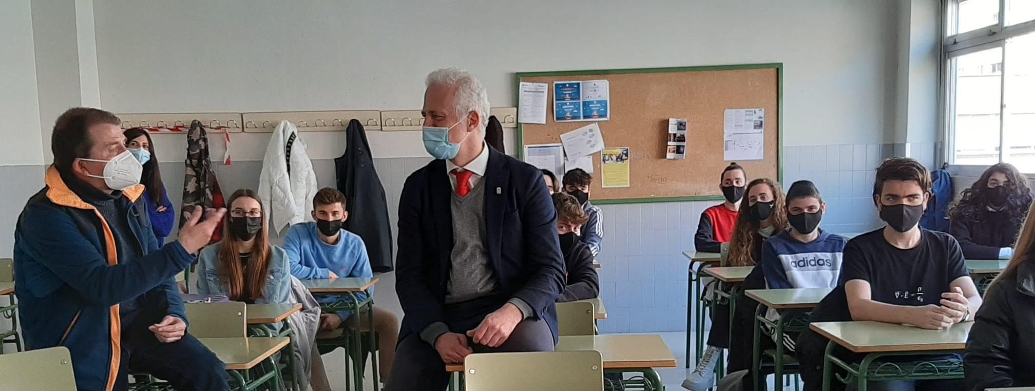 El Alcalde de Logroño intercambia los proyectos medioambientales del Ayuntamiento con los alumnos de 2º de Bachilleratro